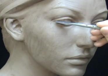 comment sculpter un visage de femme dans de l'argile